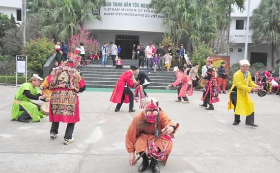 传统春节再现活动让年轻人感受到春节之美 hinh anh 1