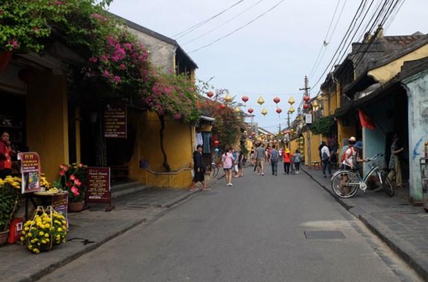 越共中央政治局发布关于将旅游业发展成为经济支柱产业的决议 hinh anh 1