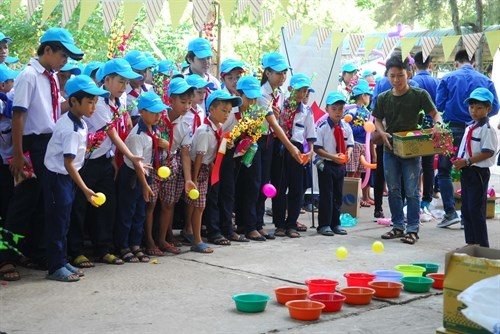 让边境少年儿童欢度春节 hinh anh 1