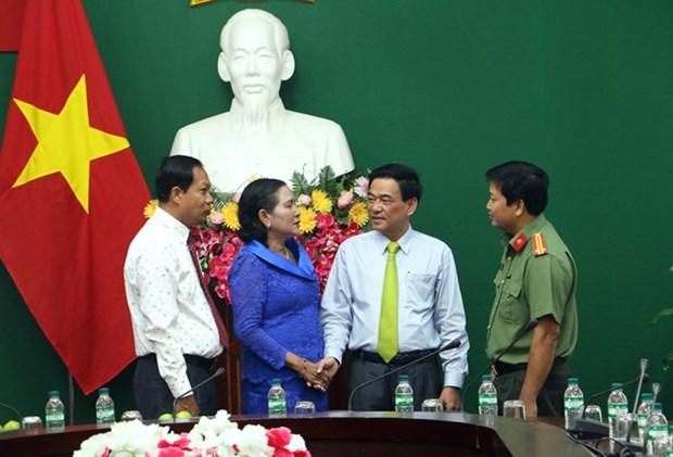 越南永隆省与柬埔寨磅士卑省加深合作关系 hinh anh 1