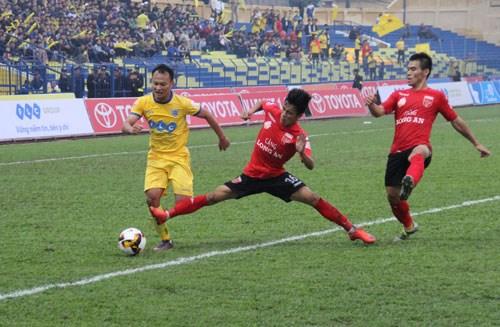 2017年V-League第三轮:清化FLC队稳居首位,黄英嘉莱队垫底 hinh anh 1