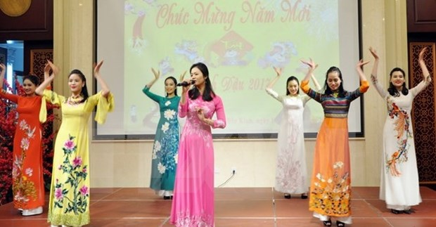 越南驻美国大使馆举行2017年春节招待会 hinh anh 1
