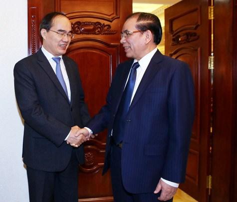 越南祖国阵线中央委员会主席阮善仁向党和国家前领导人拜年 hinh anh 2