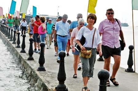 2017年年初越南接待国际游客量逾100万人次 hinh anh 1