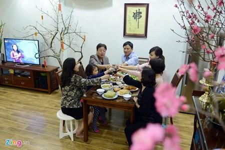 越南人家庭生活中年尾的最后一个下午 hinh anh 1