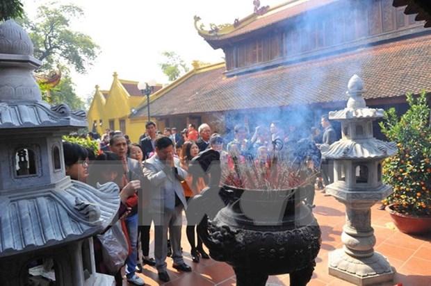 年初去寺庙烧香拜佛——越南人的美俗 hinh anh 1