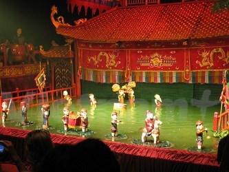 春节期间来越南看水上木偶戏表演 hinh anh 1