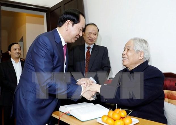 越南国家主席陈大光向100岁大寿的原总书记杜梅祝寿 hinh anh 1