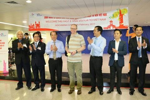 胡志明市迎来首位持电子签证的国际游客 hinh anh 1