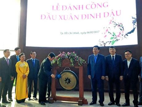 胡志明市证券交易所举行2017年新年开市仪式 hinh anh 1