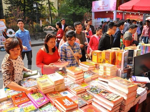 2017丁酉年春节书市街实现销售收入70多亿越盾 hinh anh 1