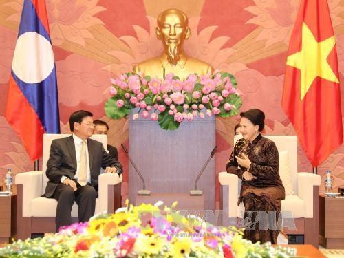 国会主席阮氏金银会见老挝总理通伦•西苏里 hinh anh 1