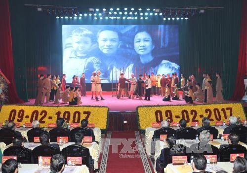 已故总书记长征诞辰110周年纪念典礼在越南南定省隆重举行 hinh anh 1