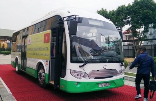 海防市太阳能公交车在吉婆岛试点投用 hinh anh 1