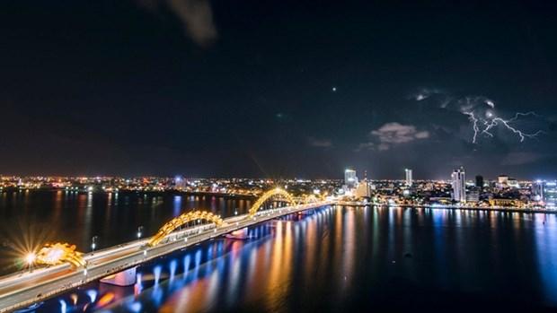 岘港市全力确保2017年APEC会议重要工程项目的施工进度 hinh anh 1