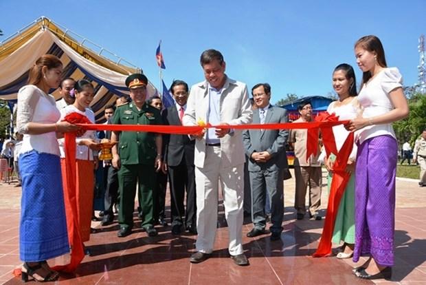 越柬友谊纪念碑修缮工程竣工 hinh anh 1