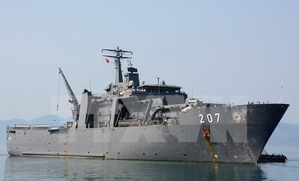 新加坡军舰访问越南金兰国际港 hinh anh 1