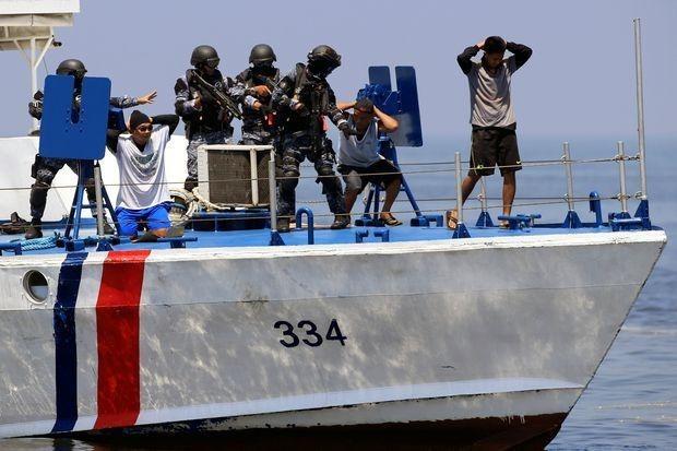一艘越南籍船只在菲律宾海域遭海盗袭击一名船员死亡 hinh anh 1