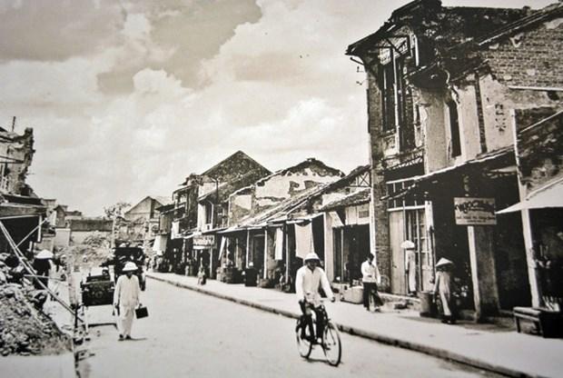 """""""河内市60天浴血奋战之后"""" 摄影展作品精选 hinh anh 1"""