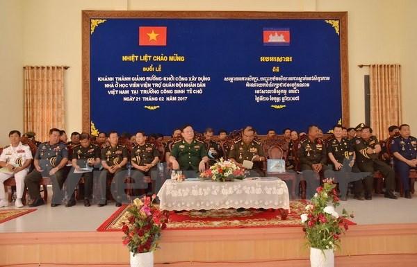 越柬建交50周年:越南援建的柬埔寨Techo工兵学校教学楼正式竣工 hinh anh 2