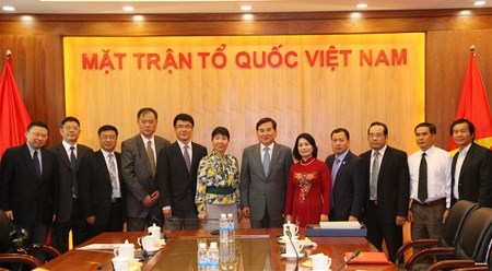 越南祖国阵线中央委员会领导会见中国上海市政协代表团 hinh anh 1