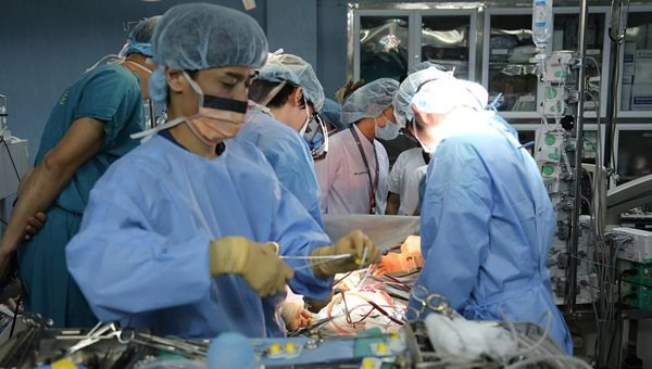 越南成功进行首例活体供体肺器官移植手术 阮春福总理致信表扬 hinh anh 1