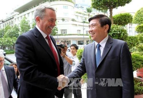 胡志明市领导会见英国国际贸易大臣 hinh anh 1