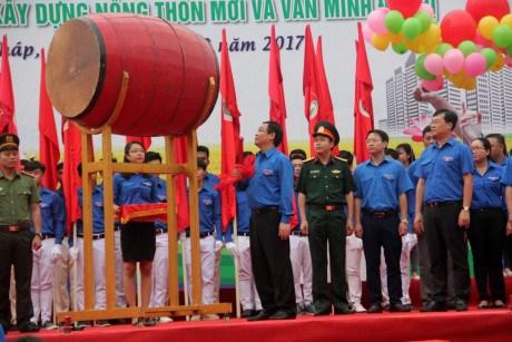 越南政府副总理王廷惠出席2017年青年月运动启动仪式 hinh anh 1