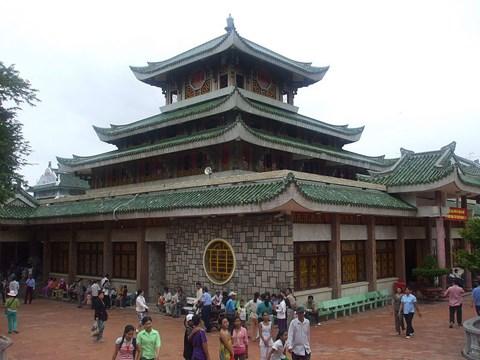 越南安江省充分挖掘潜力 切实推进宗教文化旅游发展 hinh anh 1