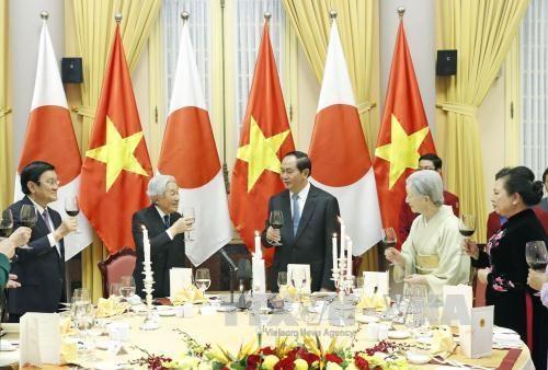 越南国家主席陈大光与夫人主持国宴 欢迎日本天皇明仁和皇后访越 hinh anh 1