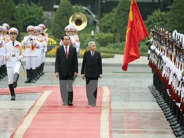 越南国家主席陈大光举行仪式欢迎日本天皇明仁和皇后访问越南 hinh anh 1