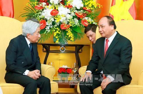 越南政府总理阮春福与夫人会见日本天皇和皇后 hinh anh 1