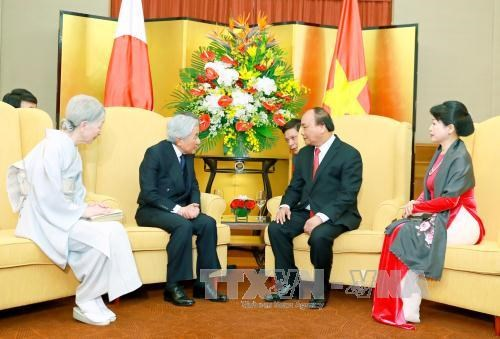越南政府总理阮春福与夫人会见日本天皇和皇后 hinh anh 2