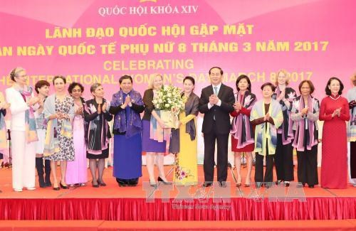越南国会领导会见各国和国际组织驻越南代表机构女性大使和首席代表 hinh anh 1