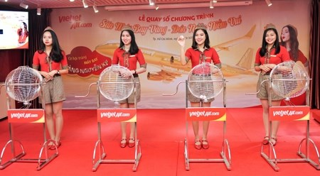 越捷航空公司的乘客获得一公斤纯金大奖 hinh anh 1