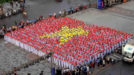 3000名女生身穿奥黛游行 庆祝胡志明市奥黛节 hinh anh 1