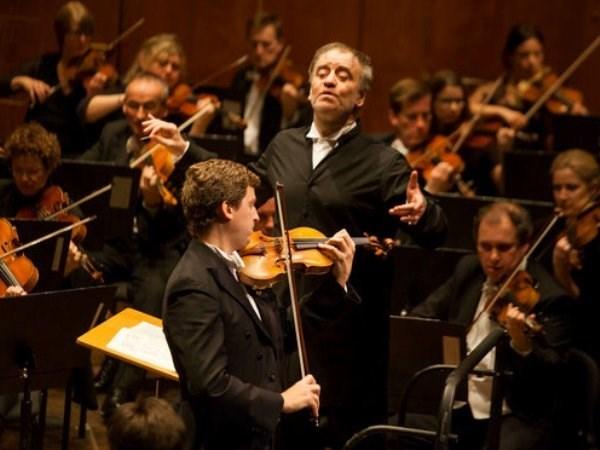 英国伦敦交响乐团在河内精彩演出 大受听众欢迎 hinh anh 1