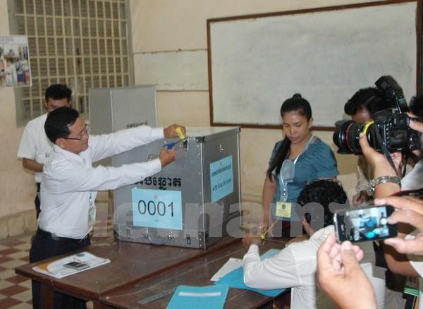 柬埔寨乡分区理事会选举:12个政党登记参选 hinh anh 1