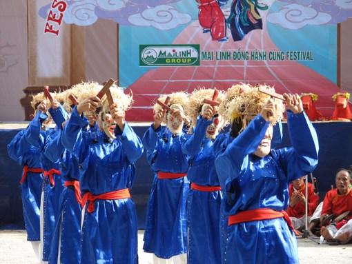 """越南清化省""""春谱舞蹈""""被列入国家级非物质文化遗产名录 hinh anh 1"""