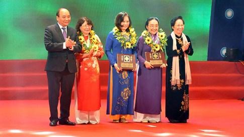 阮春福总理:力争2020年中小企业和创业企业女性领导者占35% hinh anh 1