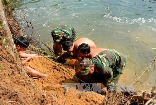 富安省成功摧毁一枚重量为230公斤的战争遗留炸弹 hinh anh 1