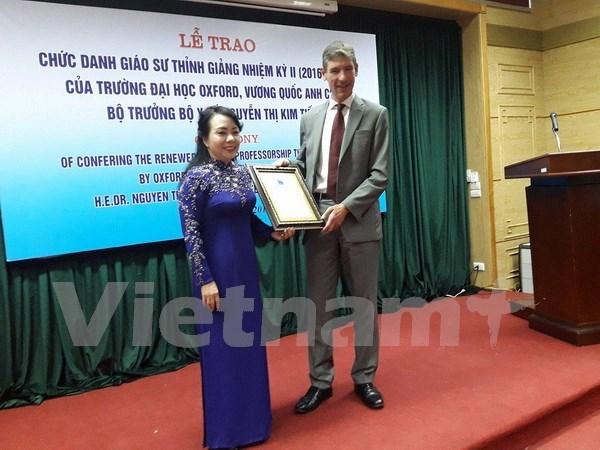 越南卫生部部长阮氏金进第二次荣获牛津大学的客座教授荣誉称号 hinh anh 1