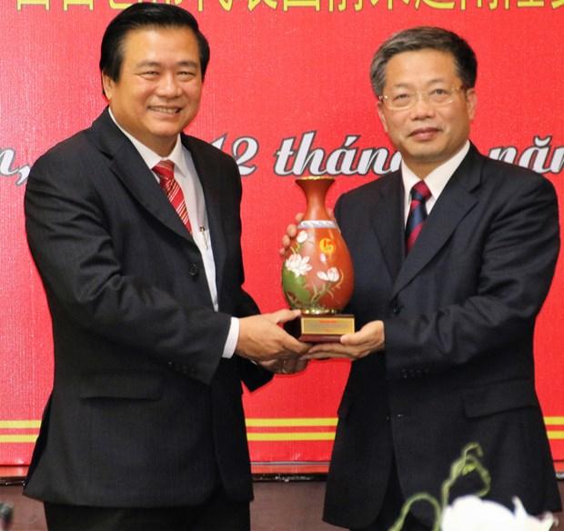 中国广西百色市代表团访问越南隆安省 hinh anh 1