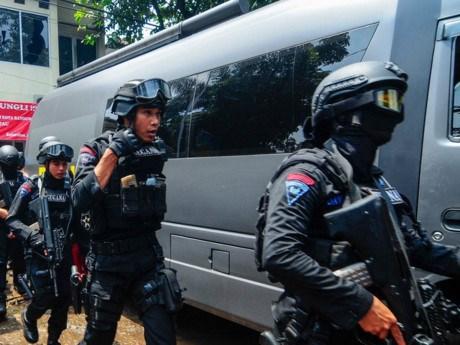 印尼逮捕涉嫌万隆市爆炸袭击案件的2名武装分子 hinh anh 1