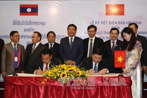 越南胡志明市与老挝华潘省加强全面合作 hinh anh 1