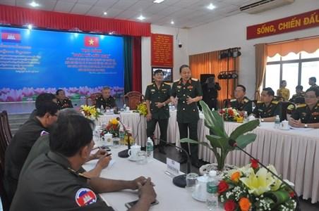 越柬青年军官加强交流 增进两国团结友谊 hinh anh 1