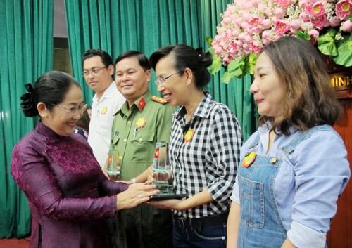胡志明市市委副书记:多措并举 加强越南边境与海岛的宣传工作 hinh anh 1