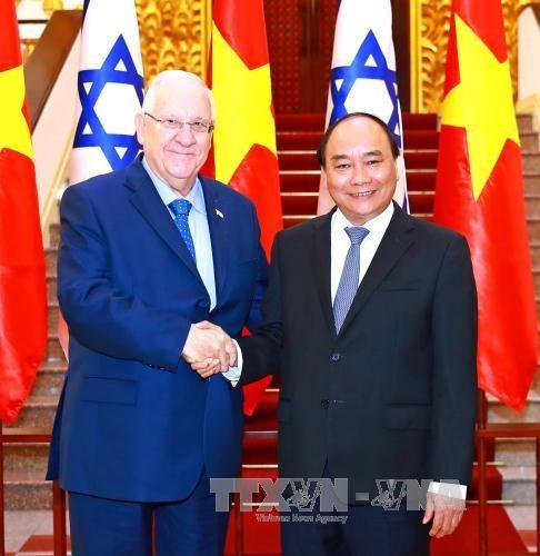 越南政府总理阮春福会见以色列总统鲁文•里夫林 hinh anh 1