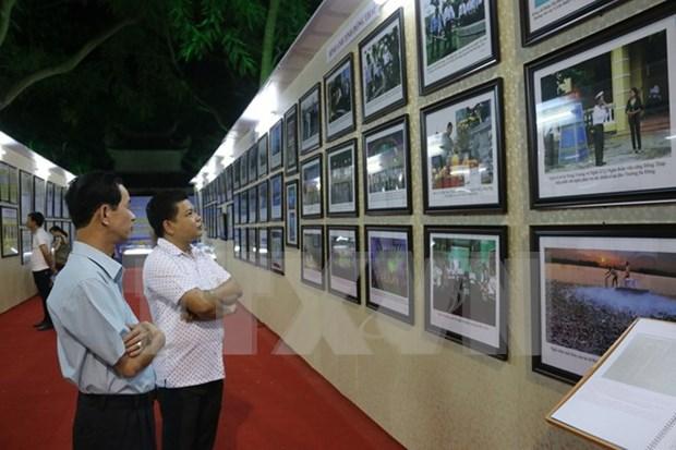 """""""黄沙和长沙群岛归属越南:历史证据和法律依据"""" 资料图片展在昆嵩省举行 hinh anh 1"""
