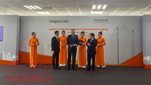 新加坡总理李显龙在胡志明市出席丰树商业中心落成仪式 hinh anh 1